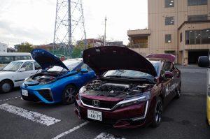水素で走る車の説明と、同乗体験が行われました