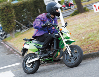 特設コースを自分のバイクで思いっきり走行。